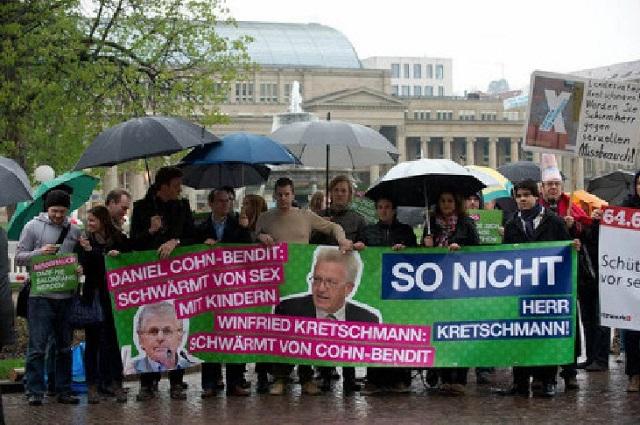 Demo gegen Sex mit Kindern -kl.